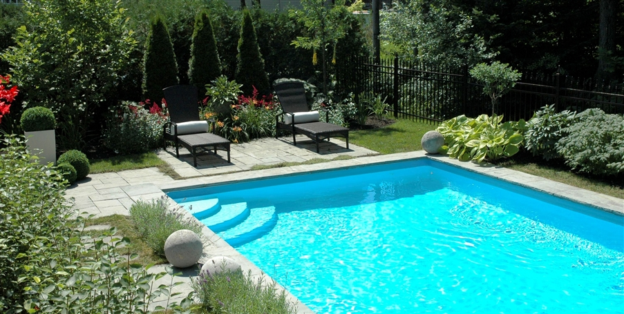 Tout sur les jardins une piscine dans son jardin une for Piscine dans le jardin